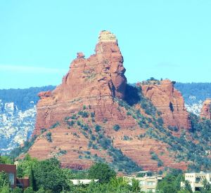 I stopped in Sedona to enjoy the red-rock scenery, despite Cayenne's woes. Road trips are too precious to be wasted. -- Photo by Pat Bean.