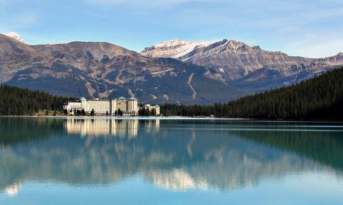 But the beauty of Lake Louise, with its grand hotel and ski runs visible in the background, was still appreciated. -- Wikimedia photo
